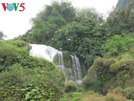 东南亚最大的天然瀑布——板约瀑布 hinh 6