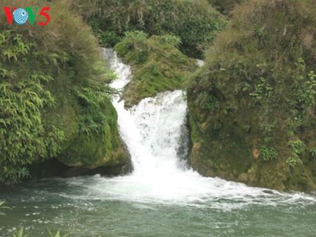 东南亚最大的天然瀑布——板约瀑布 hinh 7
