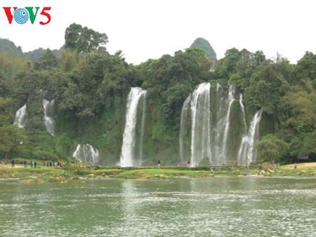 东南亚最大的天然瀑布——板约瀑布 hinh 8