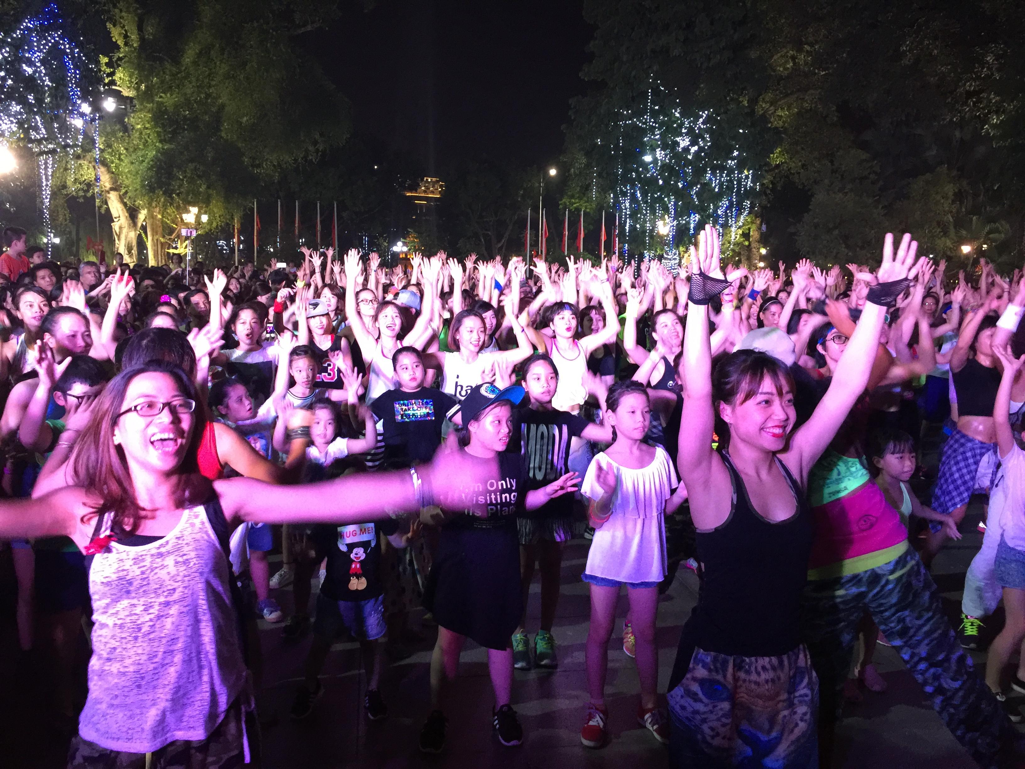 zumba non-stop party in hanoi hinh 0