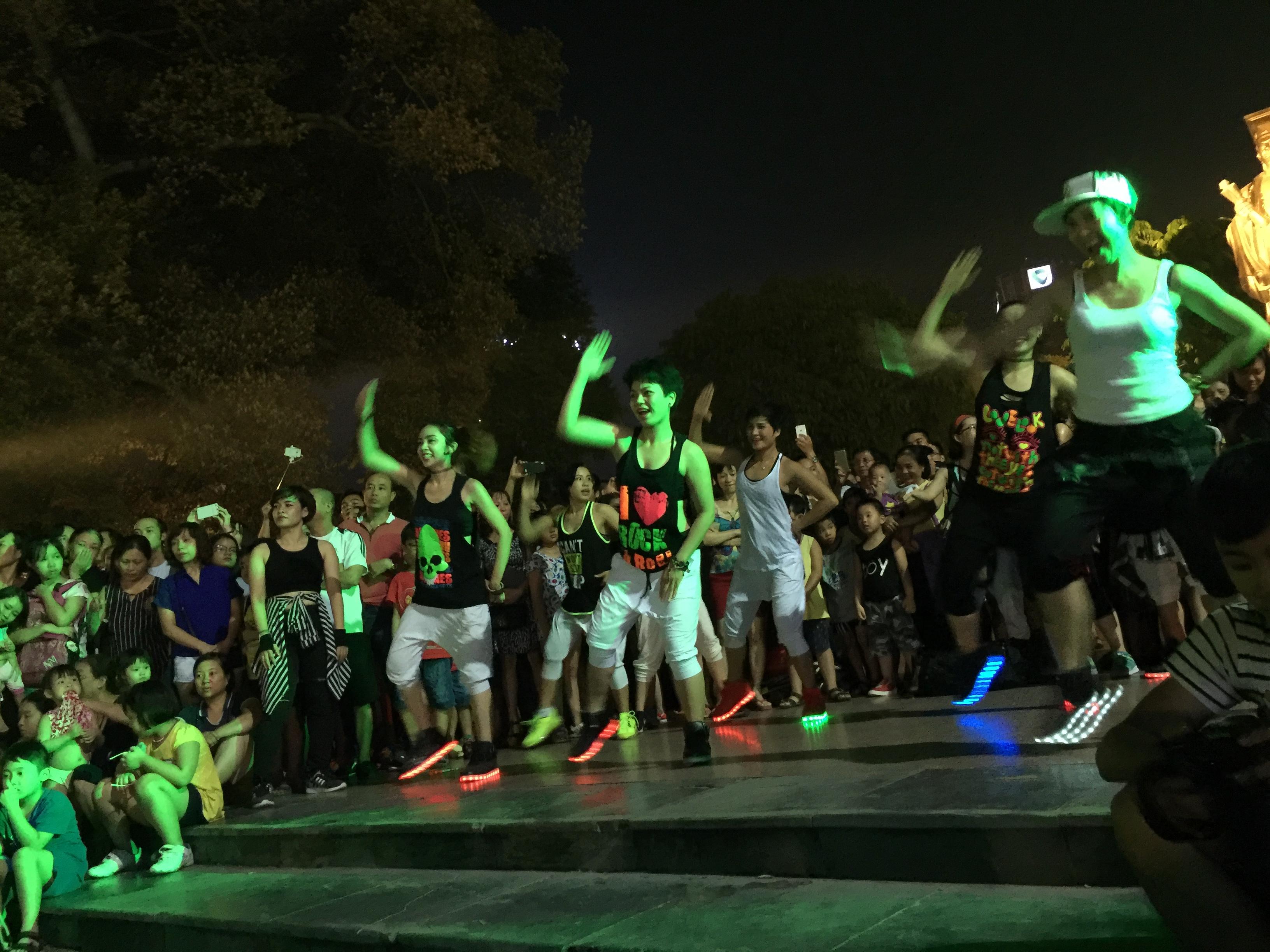 zumba non-stop party in hanoi hinh 1