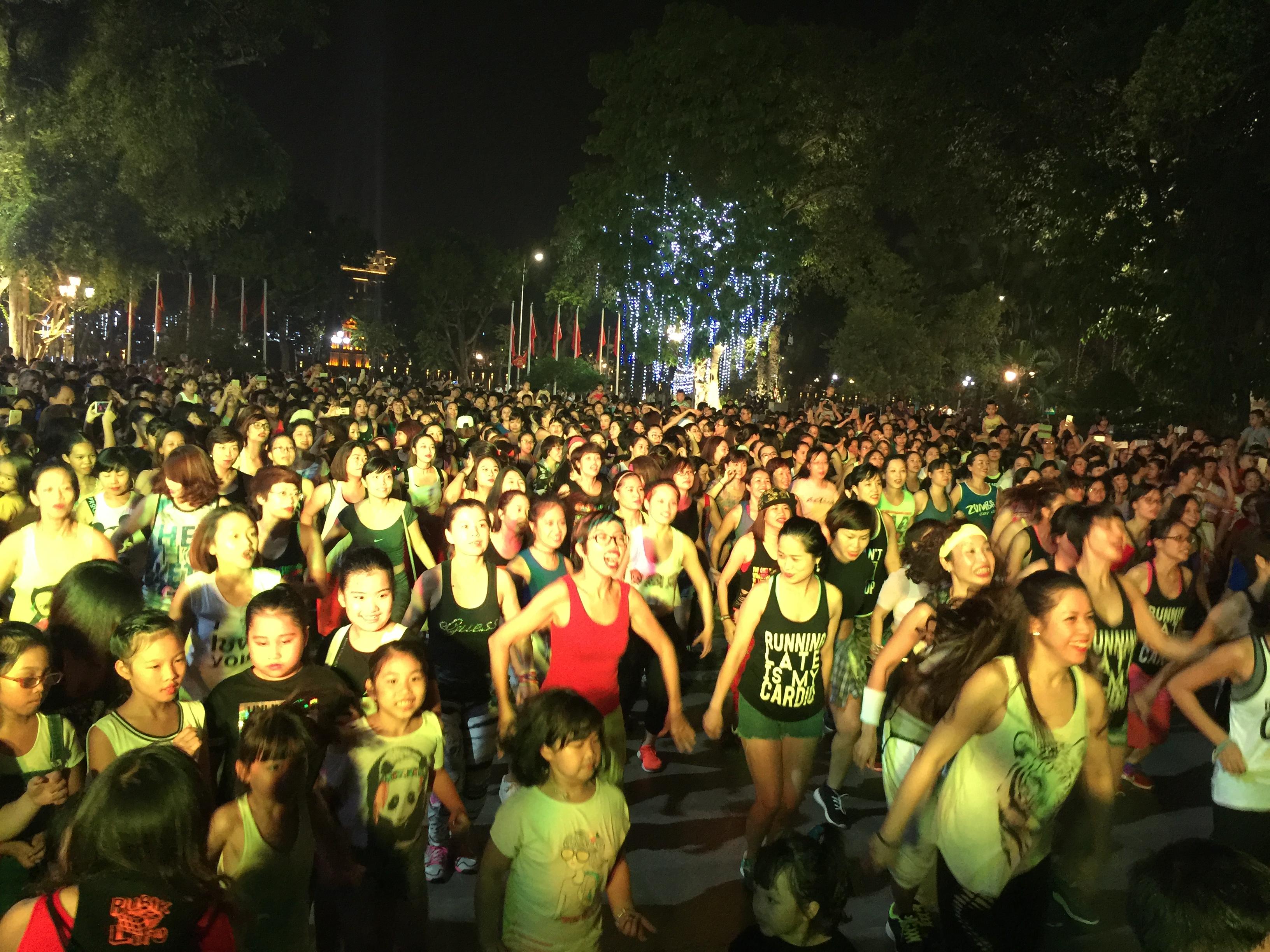 zumba non-stop party in hanoi hinh 2