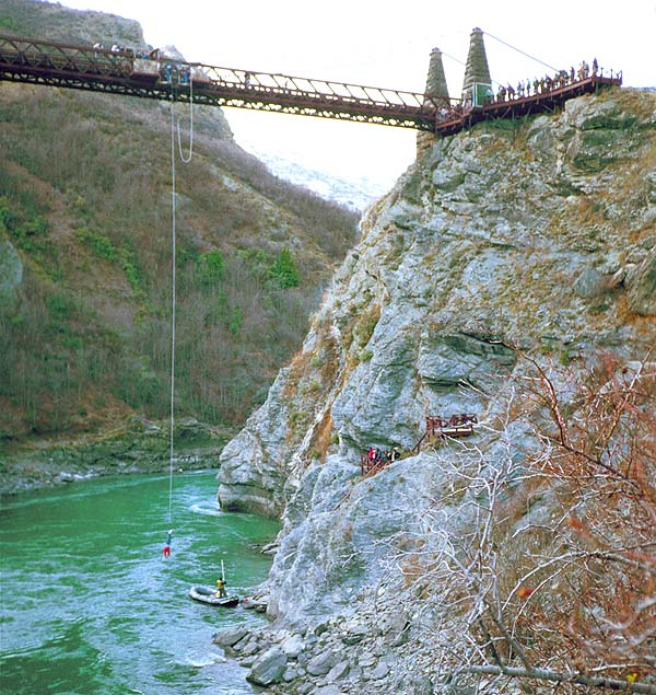 bungy jumping – the craziest in new zealand  hinh 0