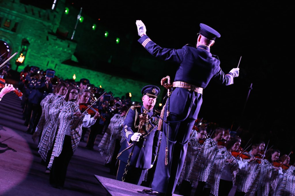 scottish royal military tattoo – iconic and spectacular hinh 0