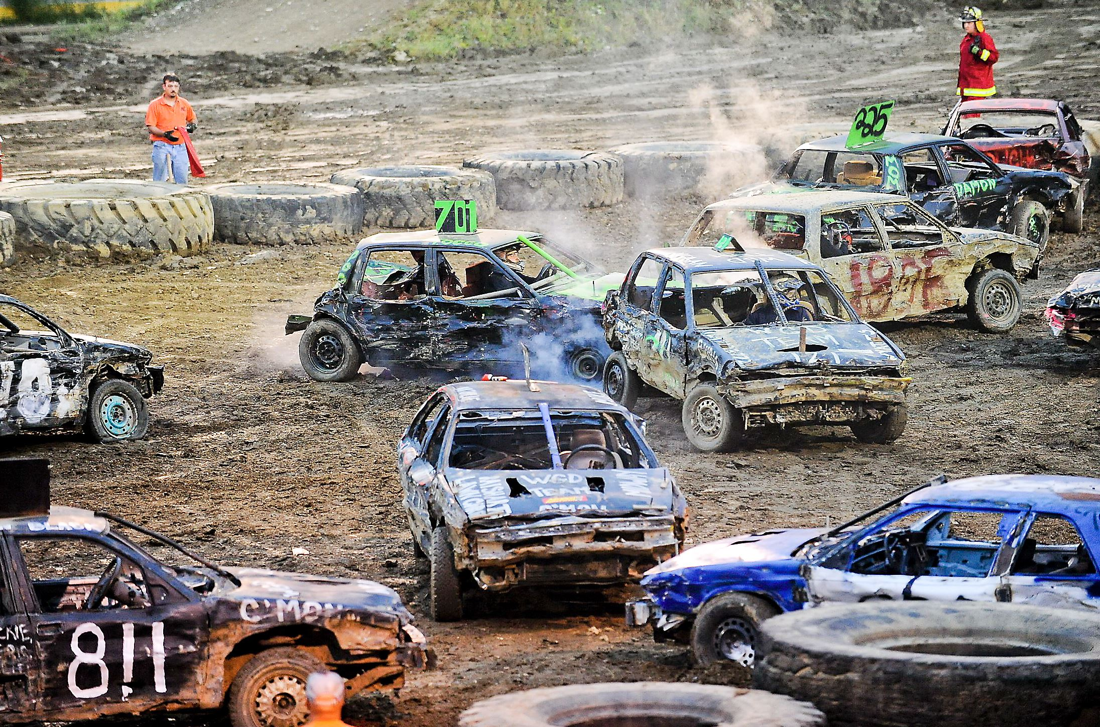 canada's demolition derby – the fighting cars hinh 0