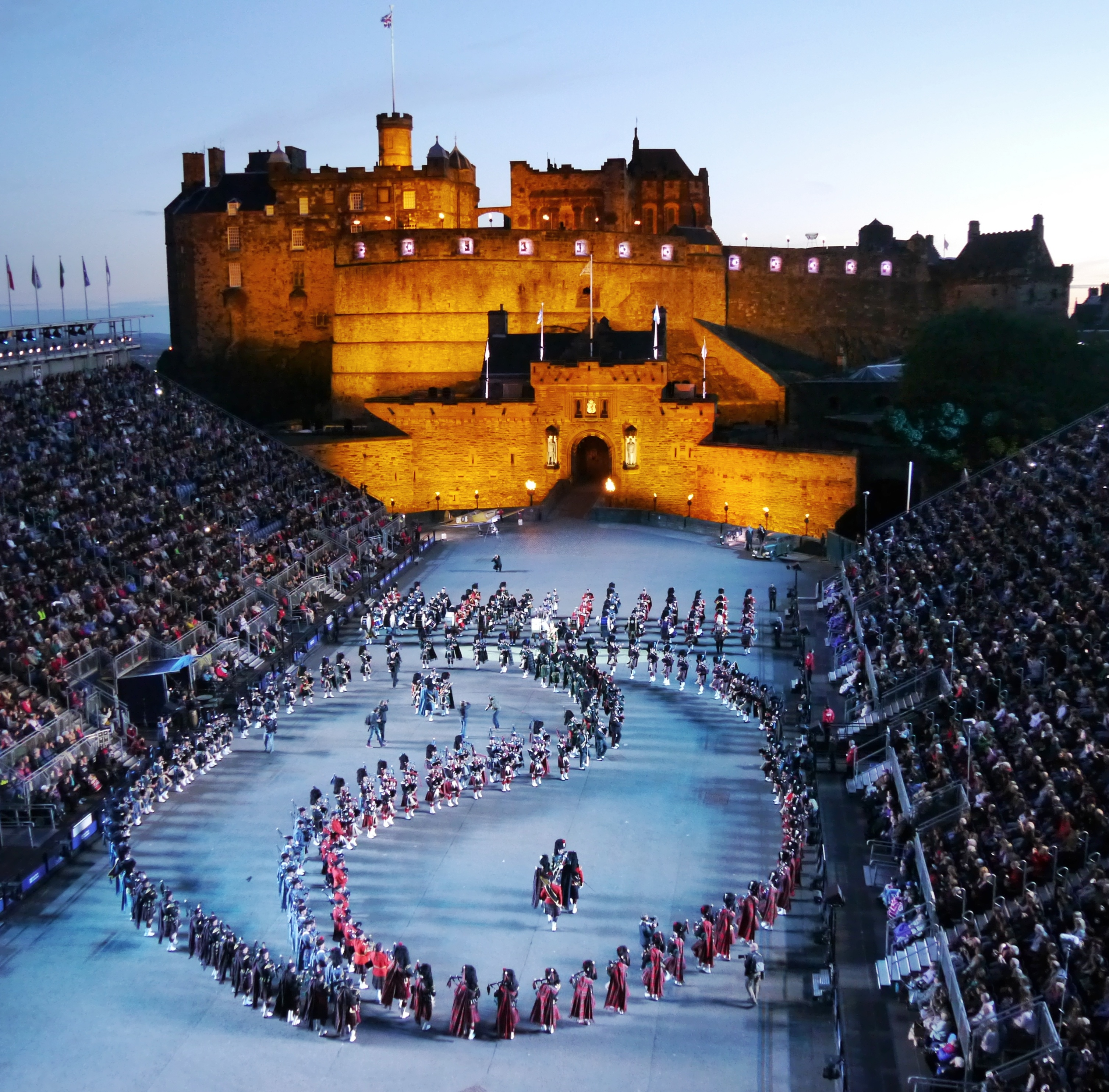 scottish royal military tattoo – iconic and spectacular hinh 1