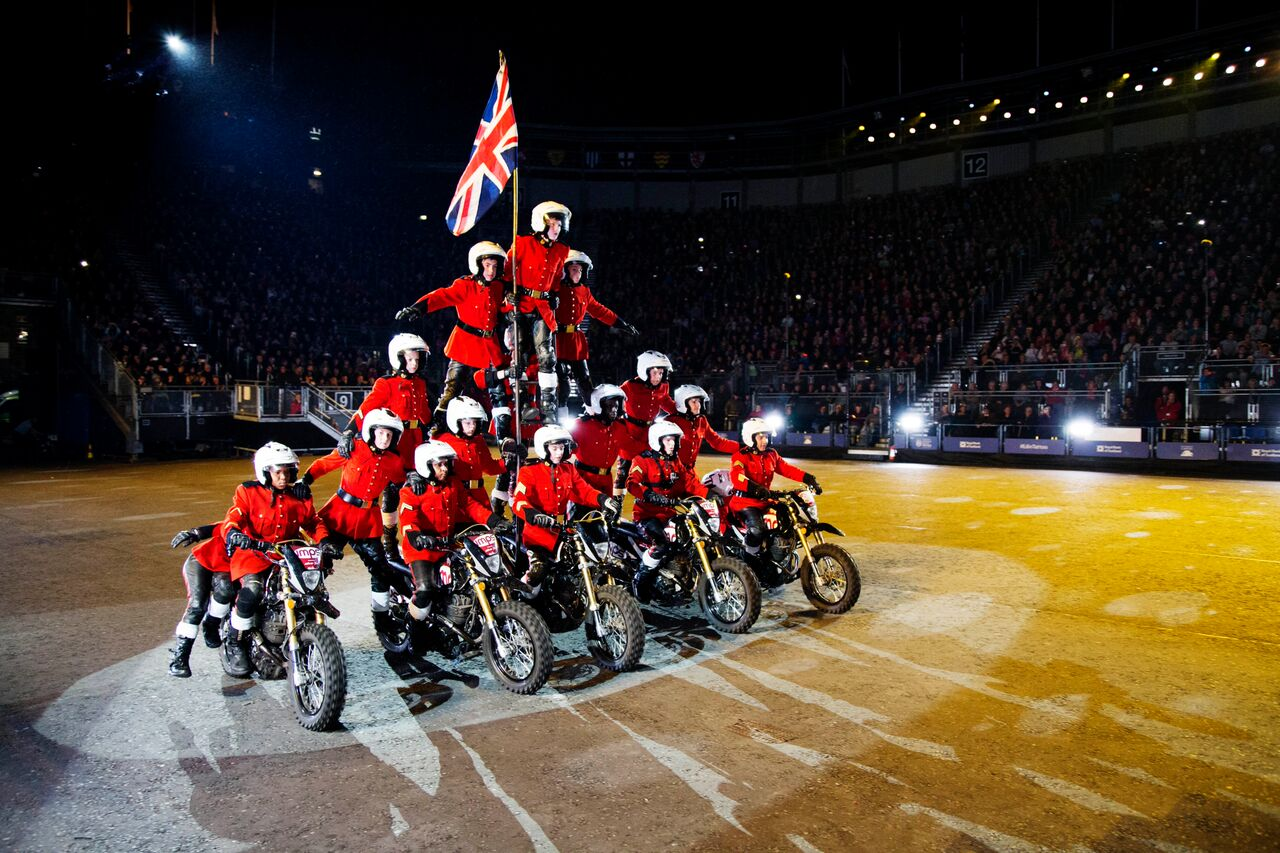 scottish royal military tattoo – iconic and spectacular hinh 2