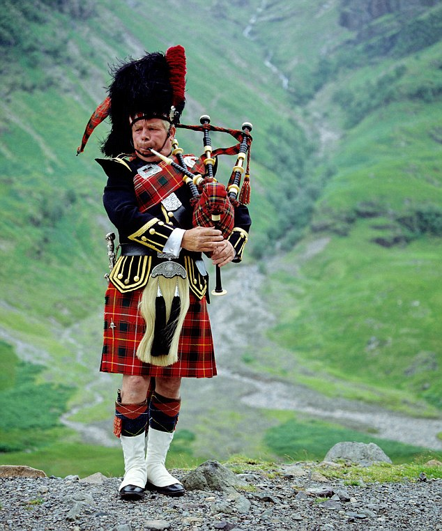 scottish kilts – most recognizable symbol of scotland  hinh 1
