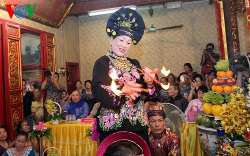der glaube an muttergottinnen von vietnamesen: ehrung ewiger werte hinh 1