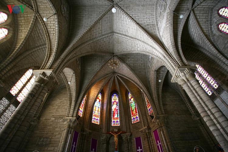 die einzigartige architektur der kirchen im ganzen land hinh 8