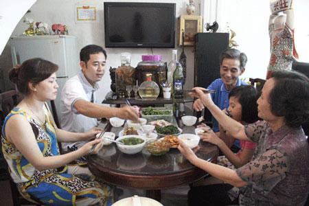 คนควาวฒนธรรมอาหารในกรงฮานอยใน 1 วน (ตอนท 3 - อาหารมอเยน) hinh 0