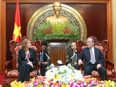 National Assembly Chairman Nguyen Sinh Hung receives German Parliament Vice President
