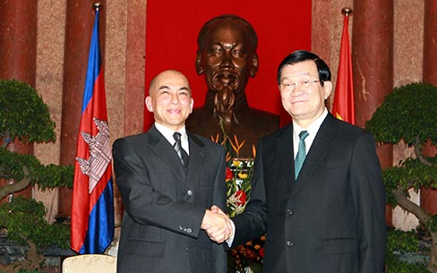 Vietnam-Cambodia boost friendly relations and comprehensive cooperation