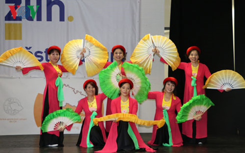 essay on vietnamese culture Vietnamese culture thesis statement: the vietnamese culture, a rich heritage on many different levels through exploring its religion, population, language, education.
