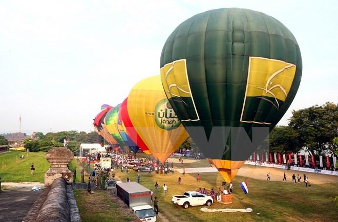 2016 Hue Festival: Int'l hot air balloon event