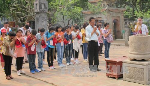 Vietnamese Thai teachers, students visit Ninh Binh province