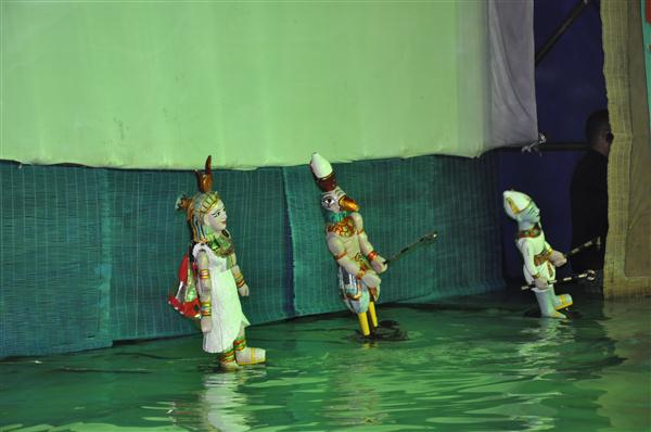 Vietnam's 1st water puppet show in the Middle East
