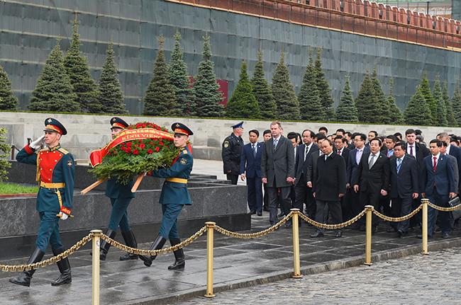 Russian public praises Prime Minister Nguyen Xuan Phuc's visit