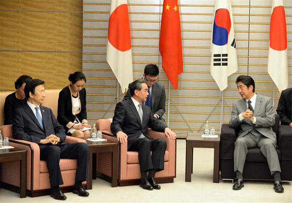 Japanese Prime Minister stresses trilateral cooperation with China, South Korea