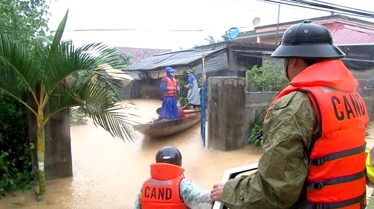 human kindness in coping with flooding in quang binh hinh 0