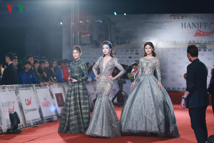 celebrities on haniff red carpet hinh 0