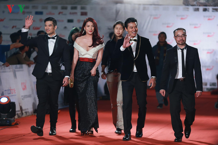 celebrities on haniff red carpet hinh 9