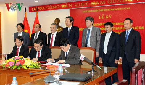 party internal affairs commission signs cooperative agreement with vov, vna  hinh 0