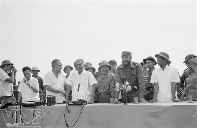 cuba's revolutionary legend fidel castro in vietnam during american war hinh 1