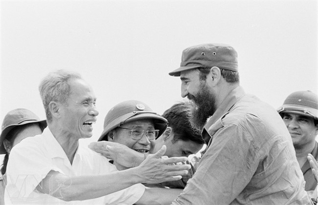 cuba's revolutionary legend fidel castro in vietnam during american war hinh 2