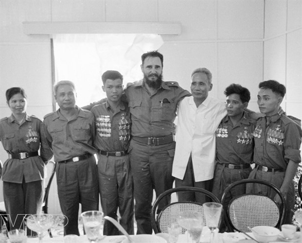 cuba's revolutionary legend fidel castro in vietnam during american war hinh 5