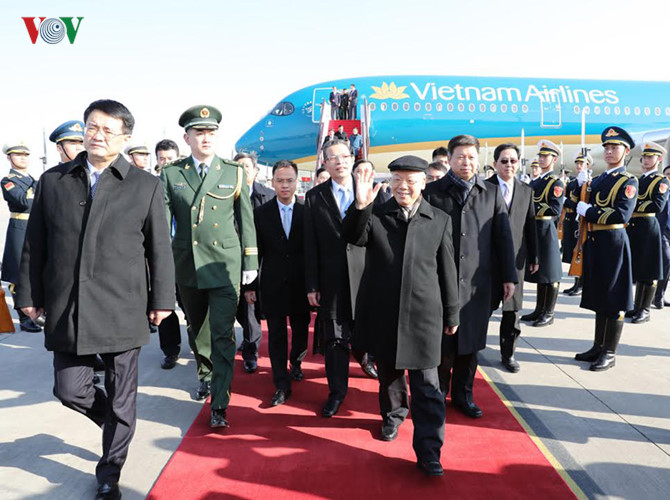 party leader arrives in beijing, beginning official visit to china hinh 0