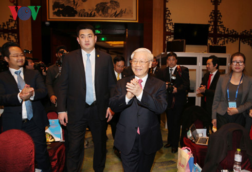 Party General Secretary Nguyen Phu Trong met Chinese business representatives
