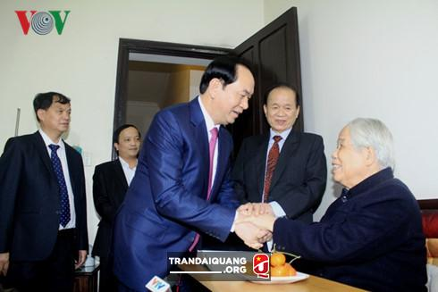 State President Tran Dai Quang wishes former Party General Secretary Do Muoi longevity