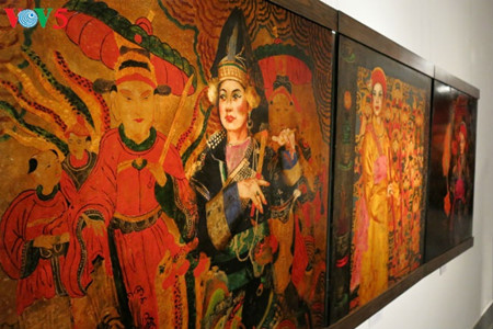 """going into a trance"" ritual depicted in tran tuan long's lacquer paintings  hinh 12"
