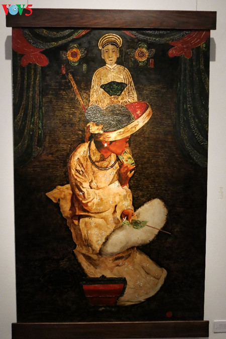 """going into a trance"" ritual depicted in tran tuan long's lacquer paintings  hinh 6"