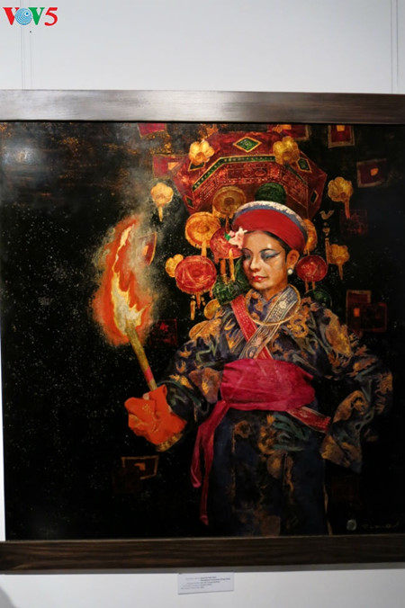 """going into a trance"" ritual depicted in tran tuan long's lacquer paintings  hinh 7"