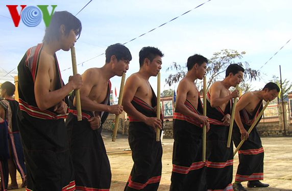 dinh tut, a typical flute of the gie trieng hinh 0