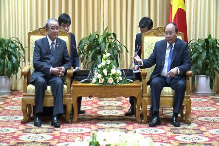 Prime Minister Nguyen Xuan Phuc receives Nagasaki governor