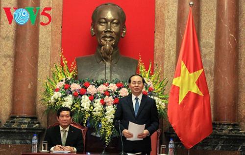 El presidente de Vietnam, Tran Dai Quang (d) en la reunión (Foto: Viet Cuong/VOV)