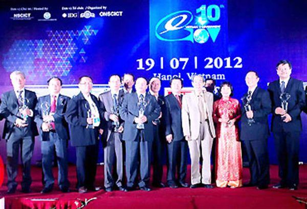 penghargaan pemimpin teknologi informasi asean tahun 2012 hinh 1
