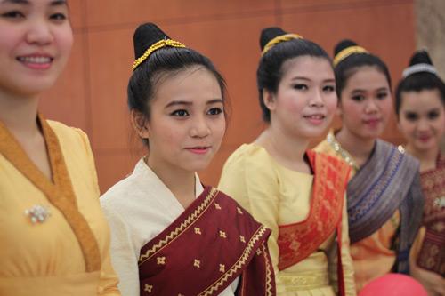 menciptakan syarat yang kondusif  bagi mahasiswa kamboja yang sedang menempuh kuliah di vietnam hinh 1