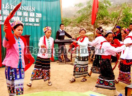 nyanyian lagu rakyat  tom-  nyanyian lagu rakyat istimewa dari warga etnis kho mu hinh 0