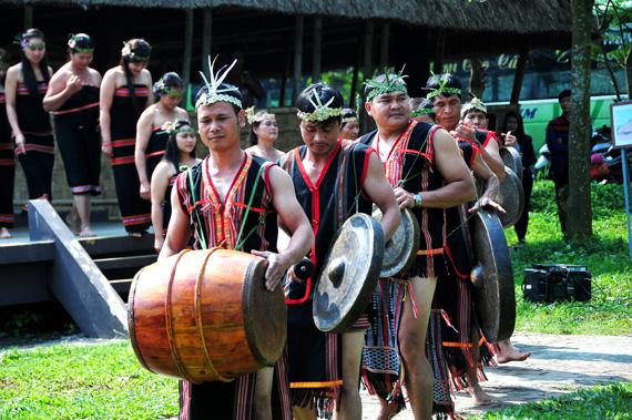 warga etnis minoritas gie trieng di daerah perbatasan vietnam- laos hinh 0
