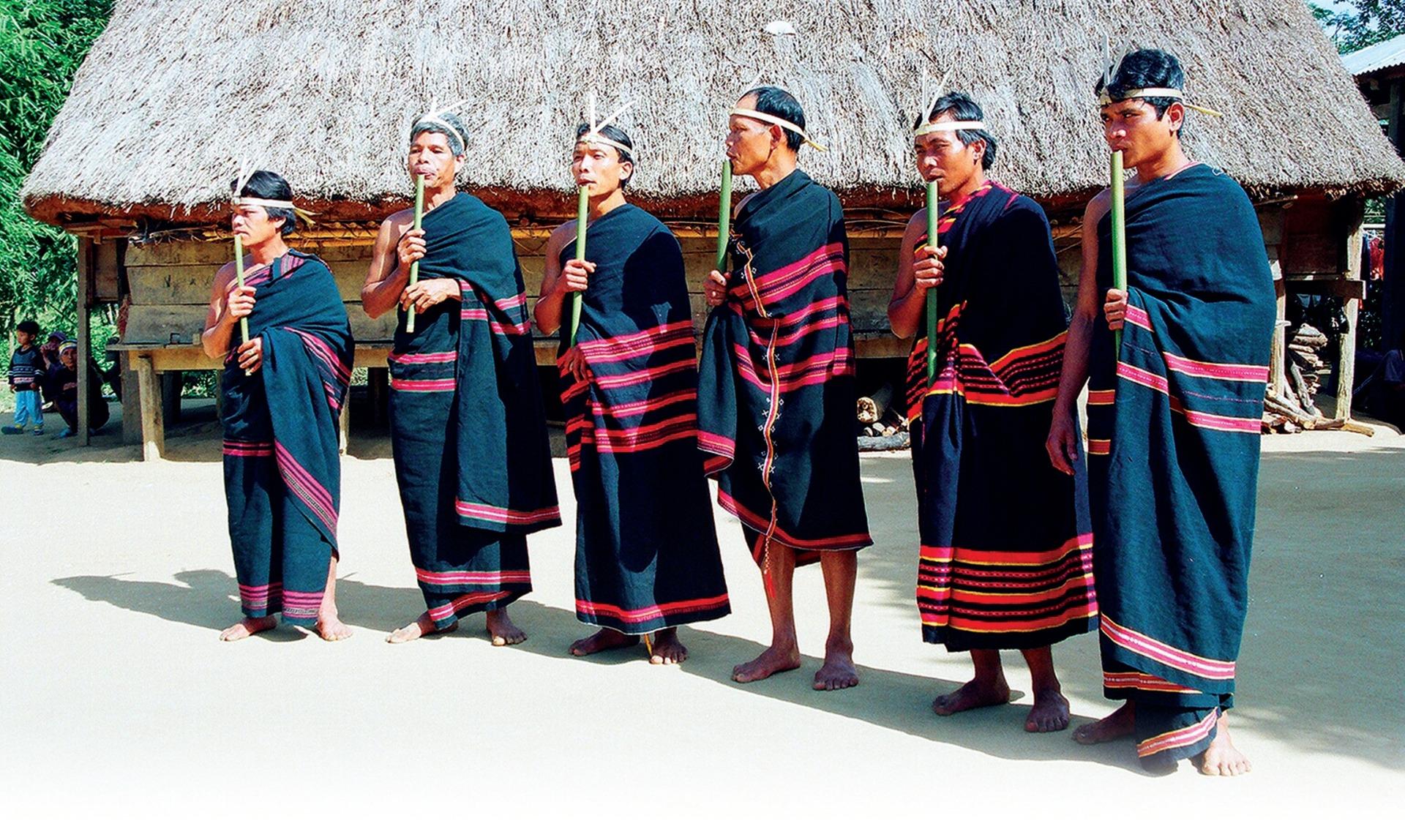 seruling dinh tut - instrumen musik yang dibarengi dengan nyanyian rakyat dari warga etnis gie trieng hinh 0