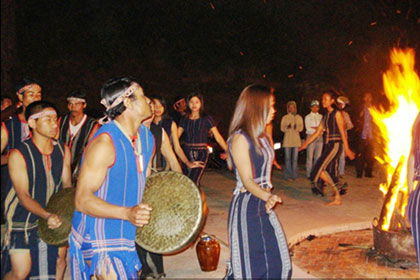 etnis minoritas chu-ru masih melestarikan aspek-aspek budaya yang khas di daerah tay nguyen hinh 0