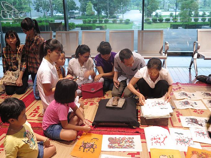 twelve typical vietnamese folk paintings exhibit in ha noi hinh 4