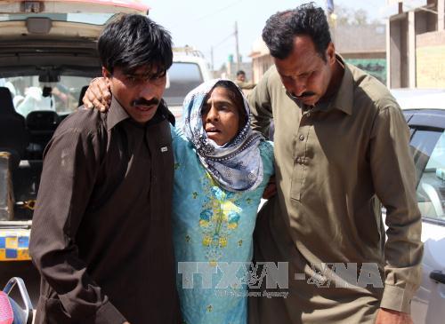 20 murdered at Pakistani shrine